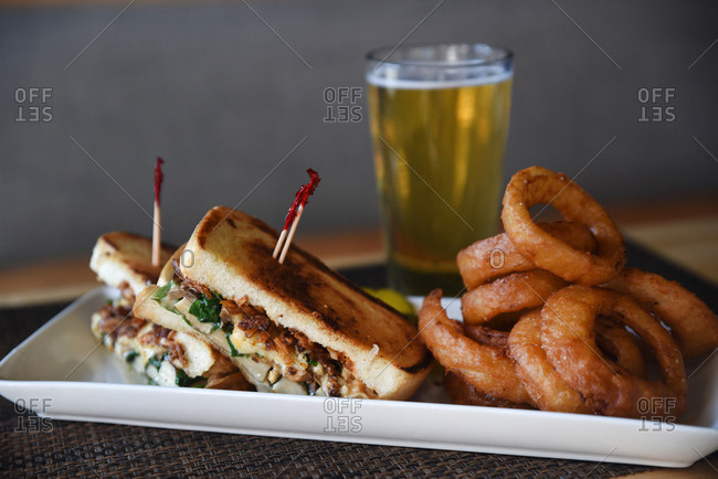 Sandwich served with onion rings