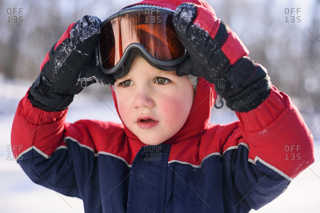 Toddler boy wearing ski goggles