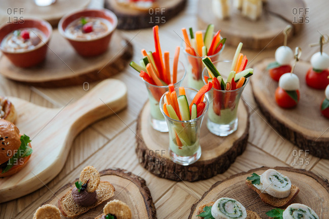 Overhead view of hors d'oeuvres served on wooden discs
