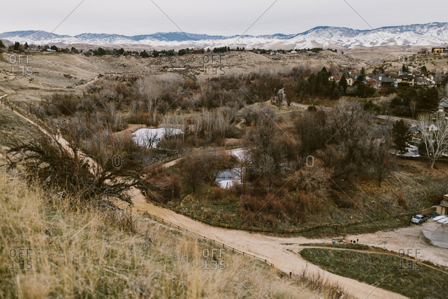 A neighborhood in Boise, Idaho with mountains in the background