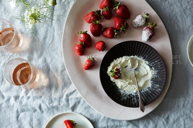 Strawberries and yogurt powder