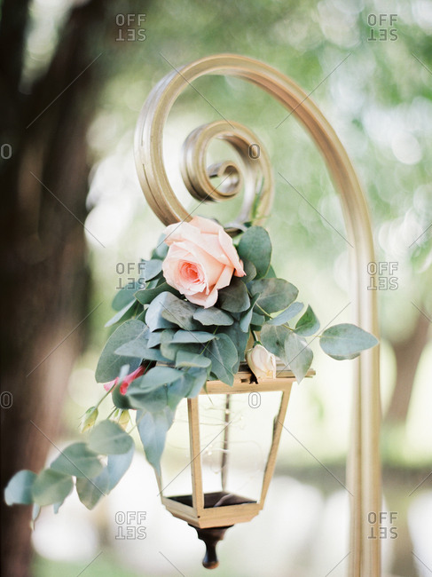 Hanging carriage lamp decorated with pink rose