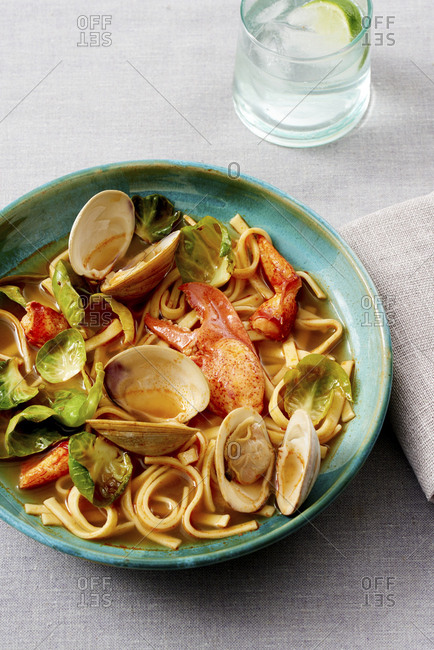Pasta with shellfish in a bowl