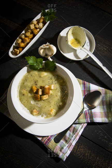 Garlic cream soup with croutons
