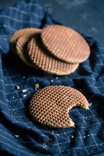 Toffee waffle biscuits
