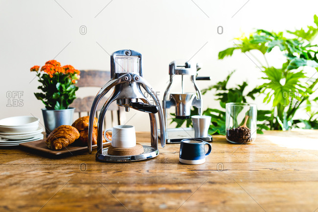 Manual espresso maker and coffee bean grinder