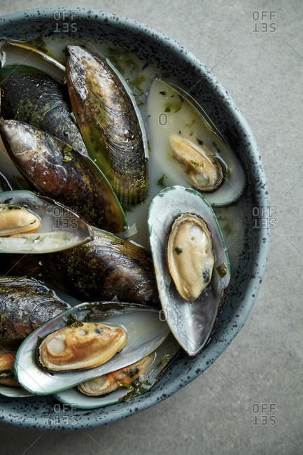 Kiwi mussels cooked in marinier sauce with white wine and parsley