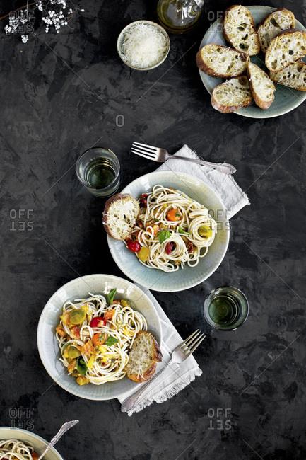Tomato Olive Oil Wine Sauce over Spaghetti