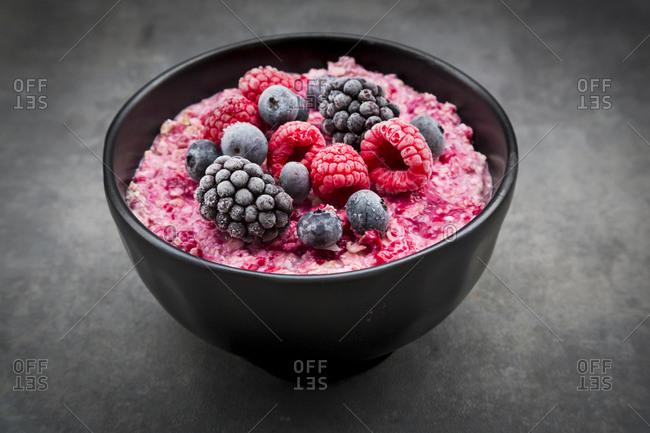 Overnight Oats mit frozen berries