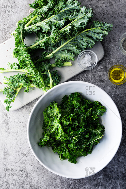 Raw and massaged kale leaves