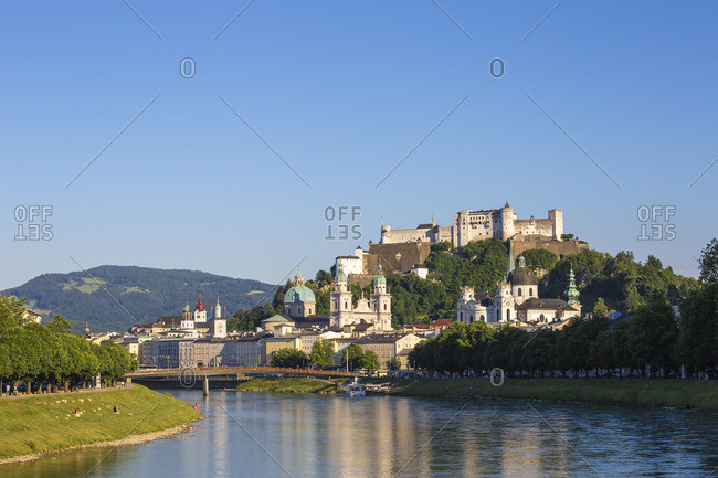 Austria, Salzburg, View of Makartsteg bridge over Salzach River and Hohensalzburg Castle above The Old City