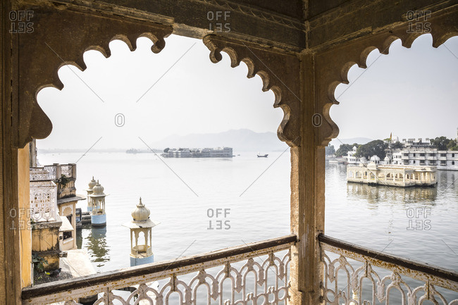 Taj Lake Palace from the Bagore Ki Haveli Museum, Lake Pichola, Udaipur, Rajasthan, India