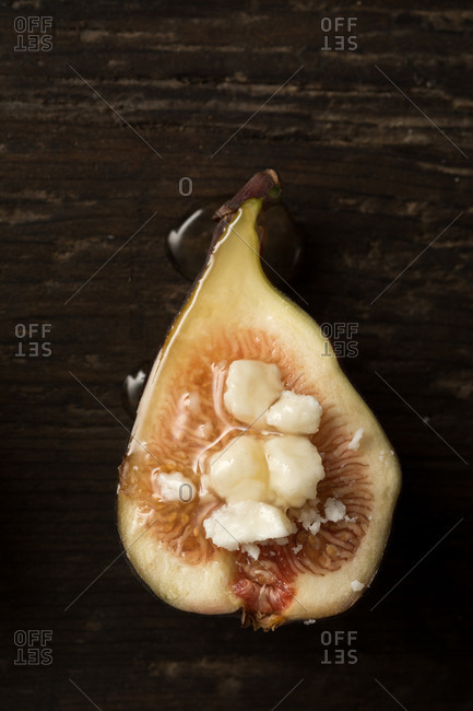 Organic figs with goat's cheese and honey
