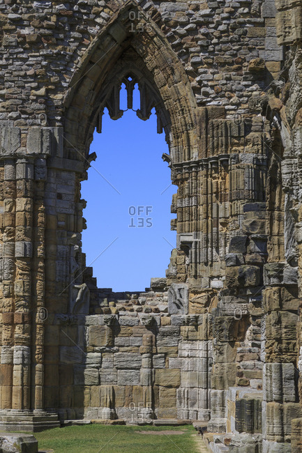 England, North Yorkshire, Whitby, North Sea, East Cliff, English Heritage Site, ruins of Benedictine abbey, Whitby Abbey, monastery, Inspiration for early English poet Caedmon and for Bram Stoker\'s gothic tale Dracula