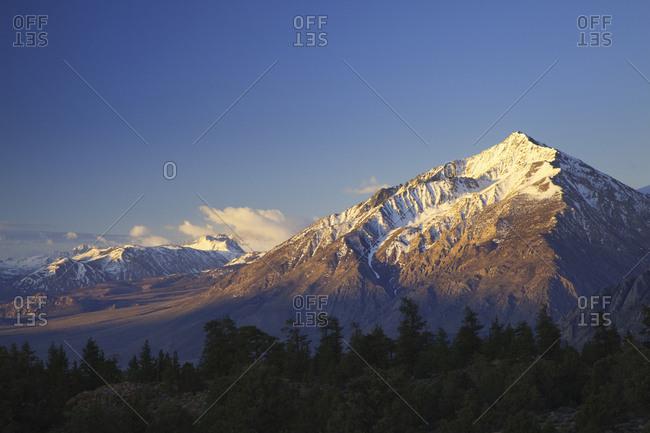 USA, California, Sierra Nevada Range, Mt, Tom at sunrise