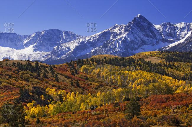 USA, Colorado, San Juan Mountains, Mountain and valley landscape in autumn