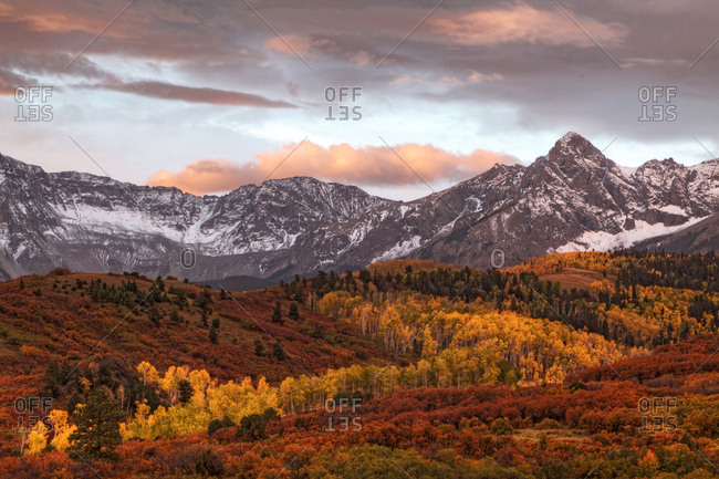 USA, Colorado, San Juan Mountains, Mountain and valley landscape in autumn
