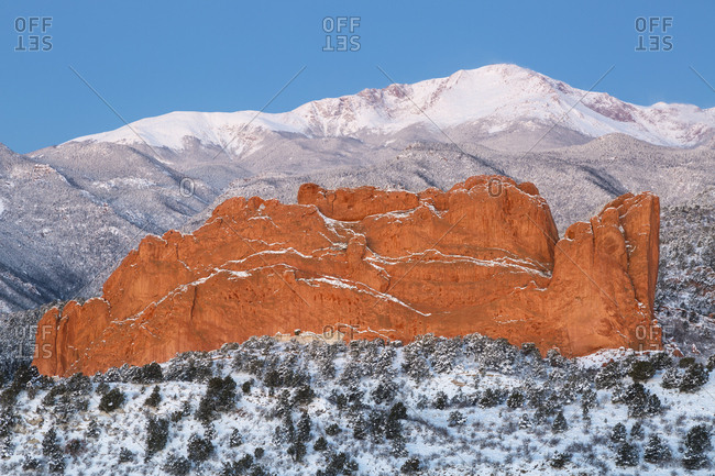 USA, Colorado, Colorado Springs, Pikes Peak and sandstone formation of Garden of the Gods