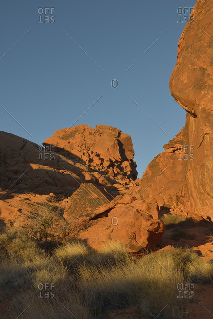 USA, Nevada, Valley of Fire State Park, Red cliffs with petroglyphs