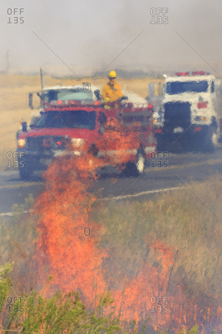 Walla Walla, Washington State, USA, Fire fire fighters contain a small brush fire