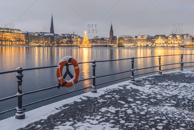 December 11, 2017: Germany- Hamburg- Binnenalster and city view in winter