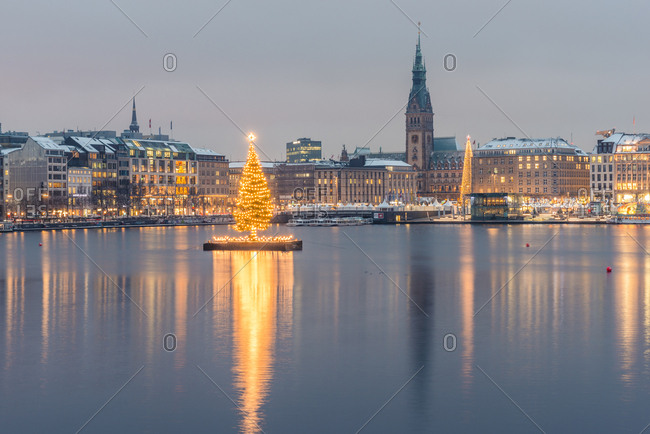 December 11, 2017: Germany- Hamburg- Binnenalster- Christmas tree- town hall in the evening