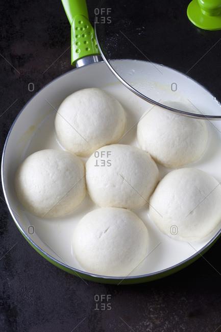 Preparing yeast dumplings