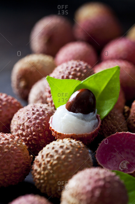 Whole and peeled lychee