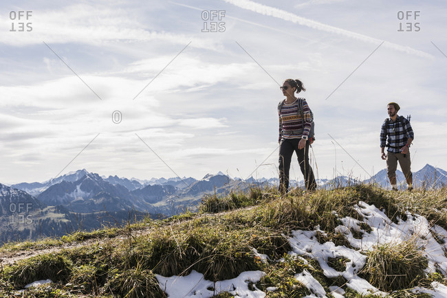 Austria- Tyrol- young couple hiking in the mountains