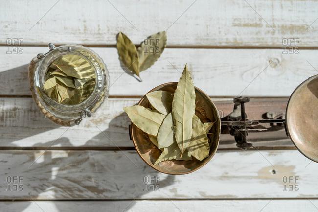 Dry bay leaves on balancing pan