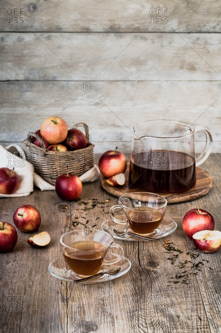 Tea time with apples
