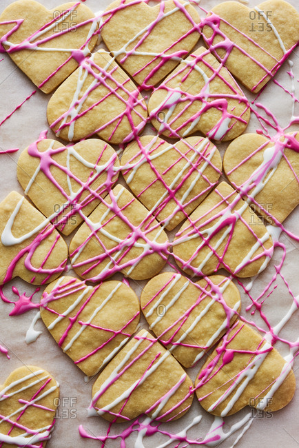 Drizzled heart cookies