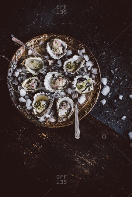 Oysters served on ice