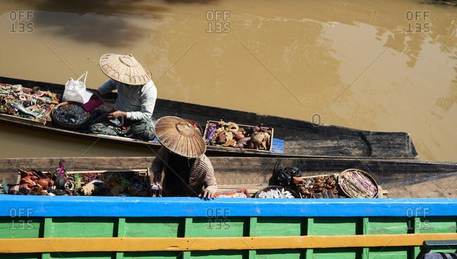 Myanmar- Inle lake- Burmese sellers