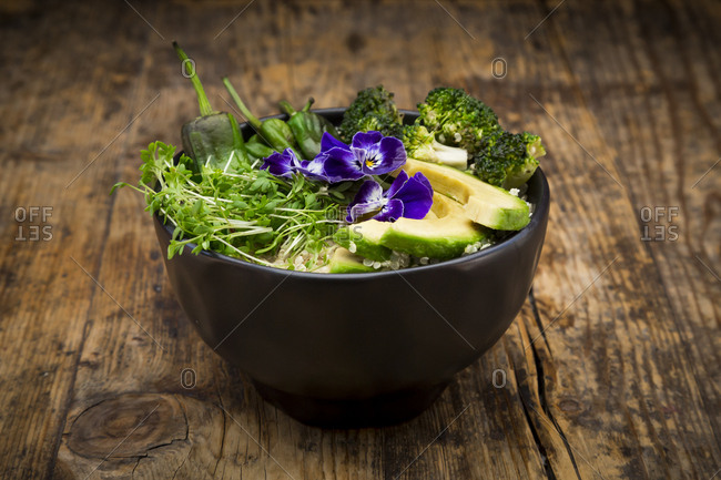 Detox bowl- quinoa- broccoli- quinoa- avocado- pimientos de padron- cress and pansies