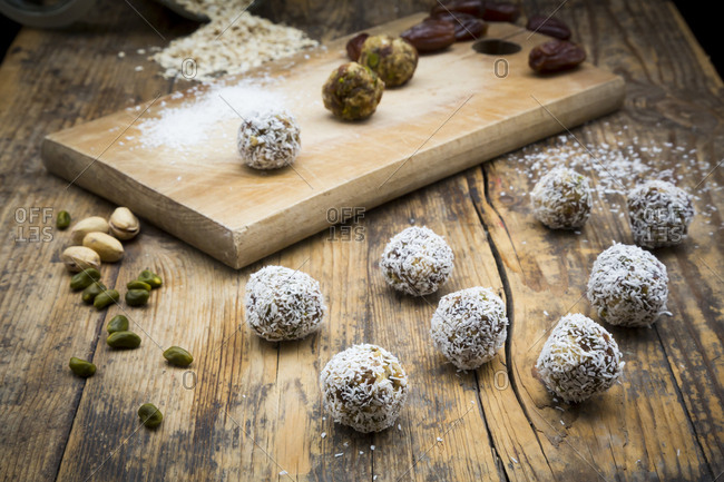 Bliss Balls with dates- pistachio- oat flakes and coconut flakes