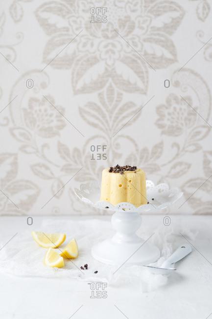 Lemon ice cream tartlet with cocoa nibs