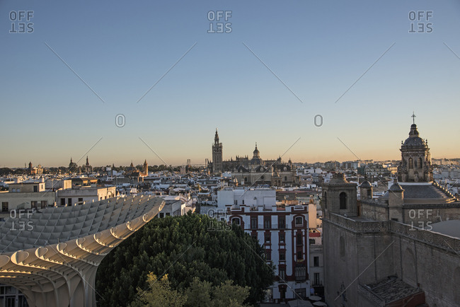 Spain, Andalusia, Seville, Cityscape in sunlight at dusk seen from Metropol Parasol in Plaza de Encarnacion
