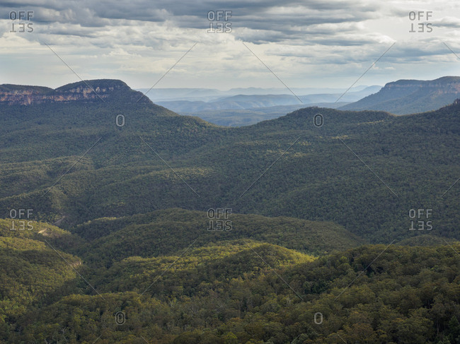 Australia, New South Wales, Jamison Valley, Storm clouds above Blue Mountains