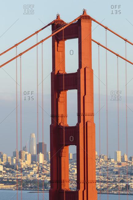 USA, California, San Francisco, Golden Gate Bridge with city skyline in background