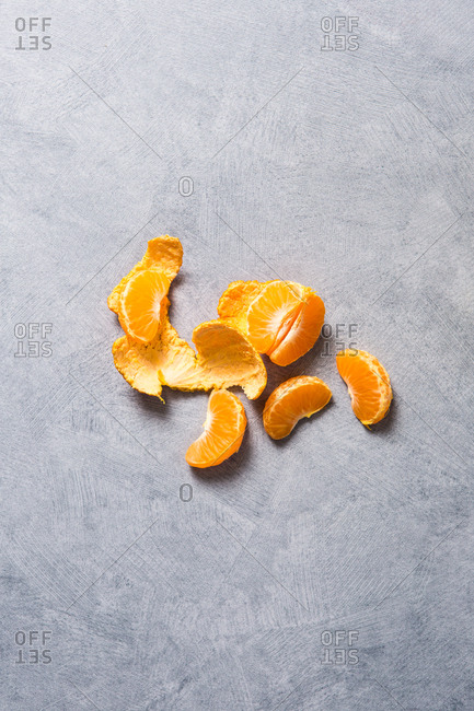 Orange slices and peelings