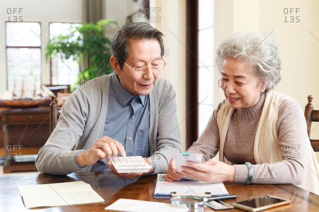 Elderly couples are managing finances