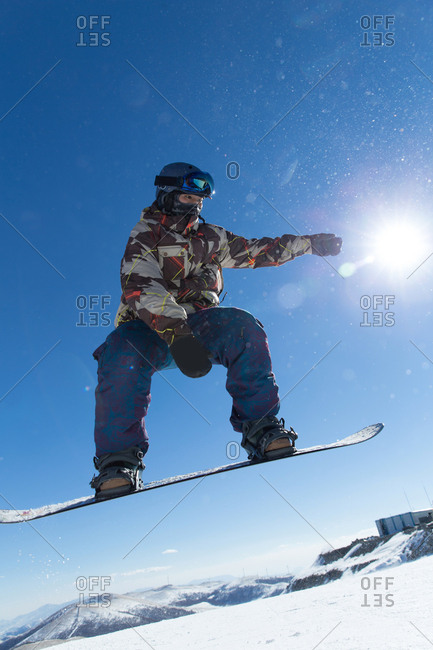 Young men outdoor skiing - Offset