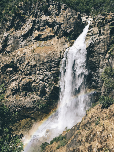 Scenic view of Feather Falls on rock formation