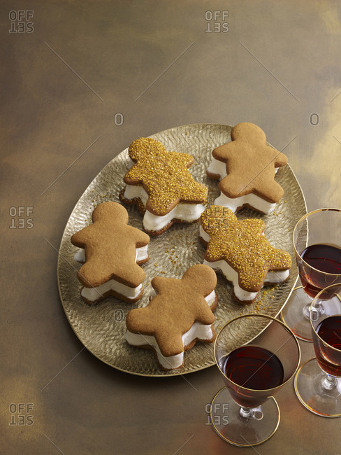 Gingerbread men ice cream sandwiches on gold tray served with port wine