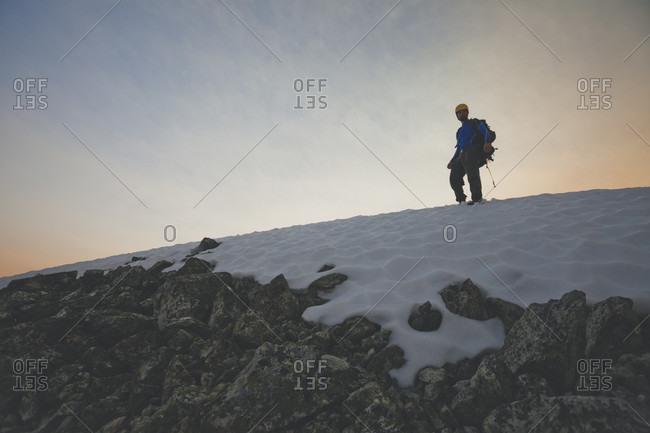 Mountain climber on Ashlu Mountain, Coast Mountain Range, Squamish, British Columbia, Canada