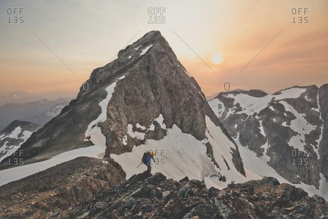 Mountain climber near peak of Ashlu Mountain, Coast Mountain Range, Squamish, British Columbia, Canada