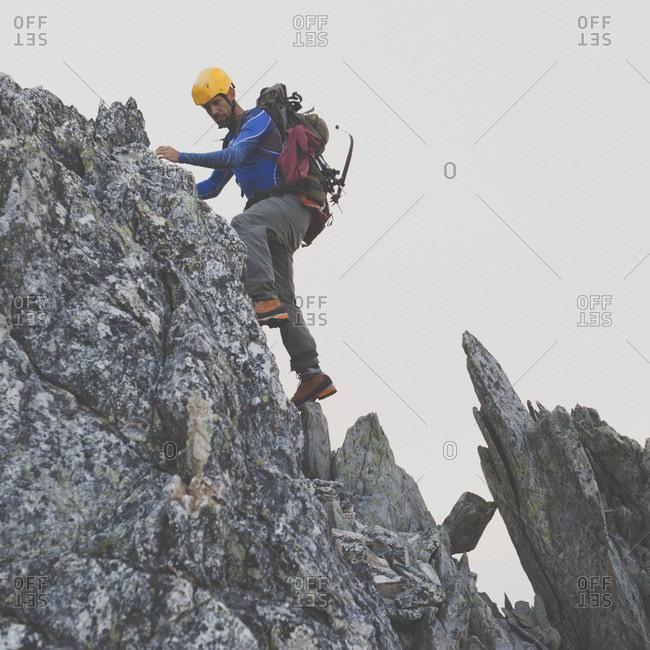 Mountain climber climbing on Ashlu Mountain, Coast Mountain Range, Squamish, British Columbia, Canada