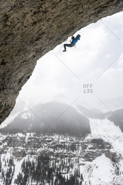 Man rock climbing overhanging cave route called Pull the Trigger Tigga at Hall of Justice, Camp Bird Road, Uncompahgre National Forest, Ouray, Colorado, USA