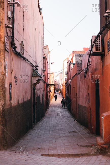 Narrow alley between two buildings